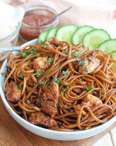 Surinamesiska nudlar med kyckling - Suriname - Care Your Health Quick Healthy Meals, Good Healthy Recipes, Mie Noodles, Chicken Noodles, Exotic Food, Soul Food, Asian Recipes, Food Inspiration, Breakfast