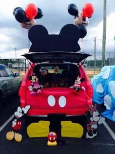 47 Clever Trunk Or Treat Ideas To Copy This Halloween : Best Trunk Or Treat Decorations—How To Decorate Your Car For Halloween Superhero Halloween, Disney Halloween, Fall Halloween, Halloween Party, Halloween Costumes, Halloween Door, Halloween Festival, Pirate Costumes, Scary Halloween