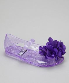 As if they were sprinkled with shimmering fairy dust, these sweet sandals sparkle on bitty feet. With an adjustable closure and floofy flower, they ensure a personalized and secure fit.Hook and loop closureMan-madeImported