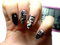 tiger pattern nails, roar