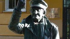 4. Rock is ageless (©Fresus): statue of Angeles Rodriquez Hidalgo at C/Pena Gorbea, 22