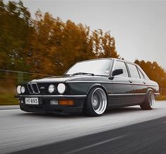 Some dope rolling shots from 🔥 Bmw E21, True Car, Bmw Autos, Bmw Classic Cars, Bmw Love, Bmw 5 Series, Mustang Cars, Retro Cars, Bmw Cars