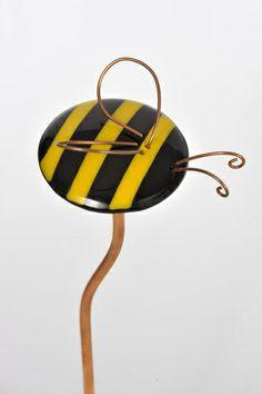 Tutor en forma de abejorro, se coloca en ramos de flores o plantas.