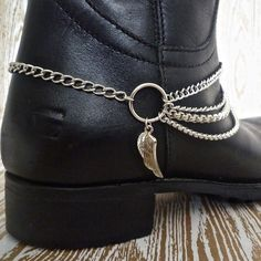 Simple bold statement boot chains from www.bootbooti.etsy.com. Upstyle your winter boots - or start your Christmas shopping now .... ✨✨