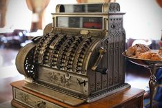 Really old cash register with handle.