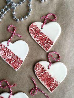 ABruxinhaCoisasGirasdaCarmita: Corações em cerâmica