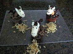 Eine Reiter-Party zum Kindergeburtstag - da sollte der Kuchen und die   Muffins entsprechend aussehen!?! Diese Idee gefällt uns ganz besonders   gut. Vielen Dank dafür  Dein blog.balloonas.com  #kindergeburtstag #motto #mottoparty #balloonas #pferd #reiter #essen #muffin #kuchen #backen