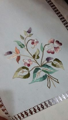 This Pin was discovered by Ner Cutwork Embroidery, Hand Embroidery Flowers, Embroidery Sampler, Embroidery Stitches, Embroidery Patterns, Machine Embroidery, Bird Quilt Blocks, Hand Embroidery Videos, Crochet Quilt