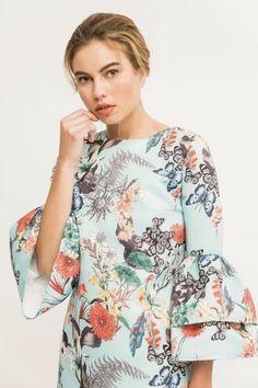Comprar online vestido corto azul claro con estampado mariposas ideal para invitada de boda dama de honor comunion bautizo evento de dia
