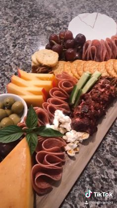 Charcuterie Recipes, Charcuterie And Cheese Board, Meat Cheese Platters, Meat Platter, Cheese Boards, Party Food Buffet, Party Food Platters, Fall Recipes, Holiday Recipes