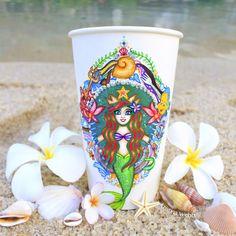 The Little Mermaid starbucks cup - Kristina Webb Arte Starbucks, Starbucks Cup Design, Starbucks Logo, Starbucks Drinks, Disney Starbucks, Starbucks Coffee, Kristina Webb Art, Tumblers, Coffee Cup Art