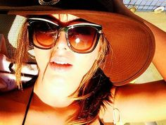 Branquinha, a atriz conta que aumenta o fator do filtro solar no verão, evita a exposição aos raios UV e hidrata os fios de 15 em 15 dias ♥