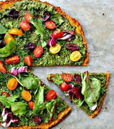 I've never met anyone who doesn't like pizza. Sure, someone might not like mushrooms or meat on theirs, but everyone loves some type of pizza. The only thing is, eating pizza too often isn't that good Healthy Pizza, Low Carb Pizza, Healthy Work Snacks, Healthy Eating, Healthy Food, Pizza Vegana, Pizza Recipes, Low Carb Recipes, Healthy Recipes