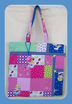 Maxi-bolsa Tamaño 40 x40. Confeccionada en algodon. Guateada, forrada y con bolsillo interior