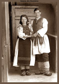 Satele din România - Google+ Antique Photos, Vintage Photos, Old Pictures, Old Photos, Folk Costume, Costumes, Visit Romania, Folk Clothing, People Of The World