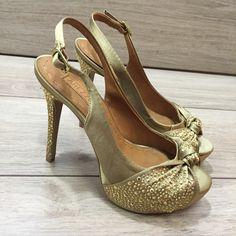 Dressbe | Sapato de festa dourado Arezzo #shoes #sapato #festa #moda #arezzo #dourado