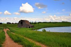 Barn in field Photo Ideas, Landscapes, Barn, Country Roads, Mountains, Nature, Travel, Paisajes, Voyage