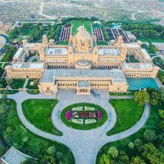 Umaid Bhawan Palast in Indien, 2016 als bestes Hotel der Welt ausgezeichnet India Architecture, Beautiful Architecture, Architecture Design, Beautiful Castles, Beautiful Places, Umaid Bhawan Palace, Beau Site, Dream Mansion, Mansion Interior