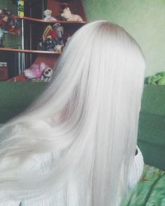 Image about hair in TT by Tata on We Heart It Grey Hair Wig, White Blonde Hair, Platinum Blonde Hair, Lace Hair, Ombre Hair, Silver White Hair, Long White Hair, Pretty Hairstyles, Wig Hairstyles