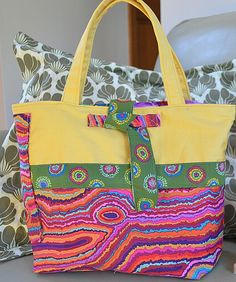 Perfect Little Tote: London Buzz