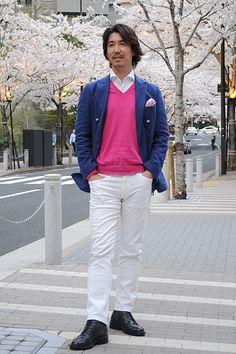 シャツの着こなし・コーディネート│ozie ニット素材使用シャツ=ビズポロ+ダブルブレストのブレザー+ポケットチーフ+Vネック ニット+ホワイトジーンズ+レースアップブーツ
