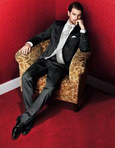 Eleganter schwarzer Hochzeitsanzug von WILVORST - Kollektion Prestige - Jetzt nachsehen bei weddix.de