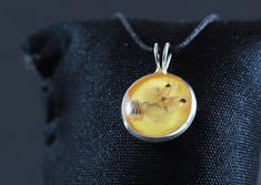 Pandantiv cu flori naturale in rasina lantisor creat manual Gemstone Necklace, Pendant Necklace, Washer Necklace, Gifts For Her, Artisan, Boho, Gemstones, Gift Ideas, Group