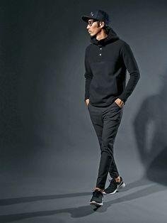 ウーリーなイージーパンツで大人カジュアル を演出したワントーンコーデ。 ブラックで統一し Latest Mens Fashion, Japan Fashion, Mens Clothing Styles, Men Casual, Menswear, How To Wear, Men Casual Styles, Outfits, European Style