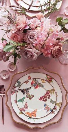 Nossa mesa fica mais bonita com louças floridas e muitas flores para acompanhar a decoração, tudo ganha um toque especial de beleza. ...