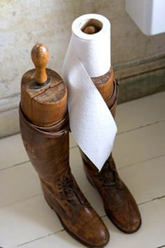 This is such a cute idea! I never thought to use my boot trees like this...I'm trying this in the hubby's bathroom.