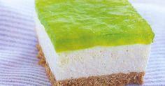 Lime Jello Cheesecake w/Pineapple - Happy St. Lime Jello Cheesecake w/Pineapple. This is a slight twist on the classic Hawaii jello cheesecake recipe - For St. Jello Desserts, Jello Recipes, Delicious Desserts, Dessert Recipes, Recipies, Jello Cake, Dessert Bars, Jello Salads, Xmas Recipes