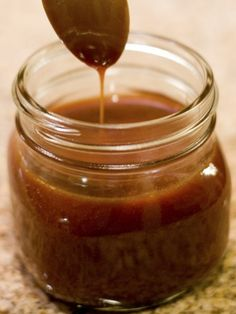 I've Been Called Evil Caramel Sauce You can make this delicious bit of heaven and dip perfect for dipping apples or pears, or as a topping for ice cream or cake For starters, you'll only need four ingredients: honey, butter, brow Sauce Caramel, Honey Caramel, Caramel Dip, Vegan Caramel, Yummy Treats, Sweet Treats, Yummy Food, Dessert Sauces, Dessert Recipes
