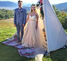 vanessa-ray-landon-beard-wedding-16.png (550×500)
