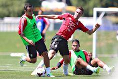 """Luis """"Chapu"""" Montes y Miguel Layún durante el entrenamiento para su segundo partido de la Copa Oro"""