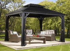 Messina Galvanized-Steel-Roof Sun Shelter