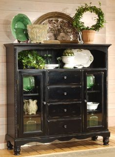 Loving the green accents with the distressed black finish