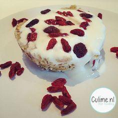 Ontbijt recept: Mug cake van banaan en havermout met Griekse yoghurt
