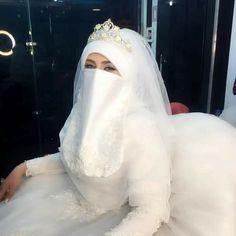 Wedding Abaya, Wedding Hijab Styles, Muslimah Wedding, Muslim Wedding Dresses, Beautiful Hijab, Beautiful Bride, Muslim Beauty, Muslim Girls, Niqab