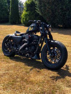 Sportster Cafe Racer, Cafe Racer Moto, Hd Sportster, Harley Davidson Sportster 883, Custom Sportster, Harley Bobber, Custom Cafe Racer, Cafe Racer Bikes, Harley Bikes