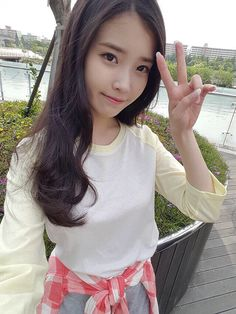 She's so pretty 😫 Cute Korean, Korean Girl, Asian Woman, Asian Girl, Iu Twitter, Korean Celebrities, Korean Actors, Yoona, Korean Singer