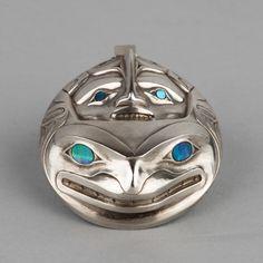 ^Limited edition cast sterling silver killer whale pendant by Haida artist Robert Davidson Native Style, Native Art, Native American Art, Haida Art, Tlingit, Silver Work, Canadian Art, Indigenous Art, Amulets