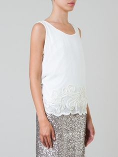 HAES Blusa off white  R$ 312,00R$ 218,40 12 x R$ 18,20 http://ad.zanox.com/ppc/?30691238C18628954&ULP=[[http://www.farfetch.com/br/shopping/women/haes-blusa-off-white-item-10716429.aspx?storeid=9236&ffref=lp_196_&utm_source=zanox&utm_medium=Display&utm_campaign=custom_deeplink]]
