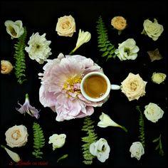 #coffee #flowers #lovers #goodmorning #custom #floral #arrangements #happy #florist #bucharest #livadacuvisini #paulamoldovan  #bunadimineata #flori #cafea #design Good Morning, Coffee, Tableware, Floral, Flowers, Design, Buen Dia, Kaffee, Dinnerware
