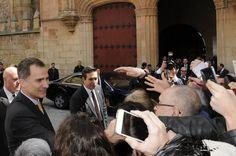 Los Reyes Don Felipe y Doña Letizia presiden la ceremonia del honoris causa a García de la Concha y José Narro. Paraninfo de las Escuelas Mayores de la Universidad de Salamanca, 05.04.2016