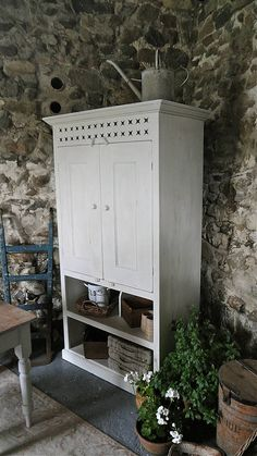Farmhouse Larder Cupboard: this design is really good, Vegies, etc go down the bottom. The holes in the top front allow hot air to escape. Larder Cupboard, Kitchen Cupboards, Cabinets, Storage Spaces, Food Storage, White Chalk Paint, Bedroom Storage, Country Kitchen, Antique Furniture