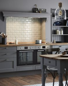 The Fairford Slate Grey kitchen has a dark grey Shaker style door with a wood grained detail. Create a uniquely stylish kitchen with colour-matched bespoke open shelving Modern Shaker Kitchen, Shaker Style Kitchen Cabinets, Shaker Style Kitchens, Kitchen Cabinet Styles, Stylish Kitchen, Modern Kitchen Design, Rustic Kitchen Decor, Home Decor Kitchen, Kitchen Interior