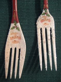Santa Fork Ornament / Hecho a mano Santa / Vintage Santa Ornament / Silverware Painted Christmas Ornaments, Santa Ornaments, Handmade Ornaments, Christmas Art, Yule, Santas Vintage, Spoon Ornaments, Painted Spoons, Spoon Craft