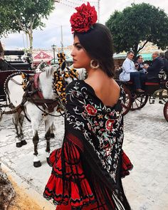 Spanish style – Mediterranean Home Decor Mexican Fashion, Spanish Fashion, Mexican Style, Spanish Style, Spanish Dress Flamenco, Flamenco Dancers, Spanish Culture, Mode Boho, Mexican Dresses