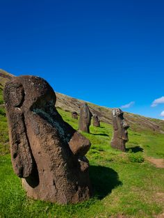 Moai Statues, Easter Island Chile © My son wants to go here and see if they say Dum Dum want some gum gum Places Around The World, Oh The Places You'll Go, Cool Places To Visit, Around The Worlds, Chile, Rafting, Beautiful World, Beautiful Places, Nature Photography