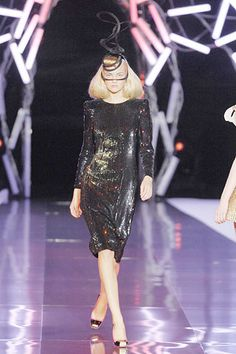 Alexander McQueen Spring 2008 Ready-to-Wear Fashion Show - Caroline Trentini (Elite)